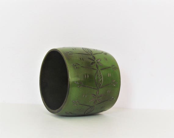 Beautiful 30's / 40's Green Carved Floral Motifs Bangle / Chunky Wide Bangle