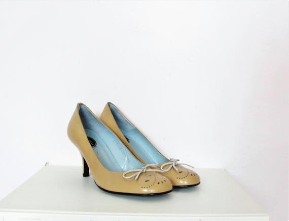 Vintage 50's Style Camel Leather Pumps / Cut out Detail / Front Bow / EU 37