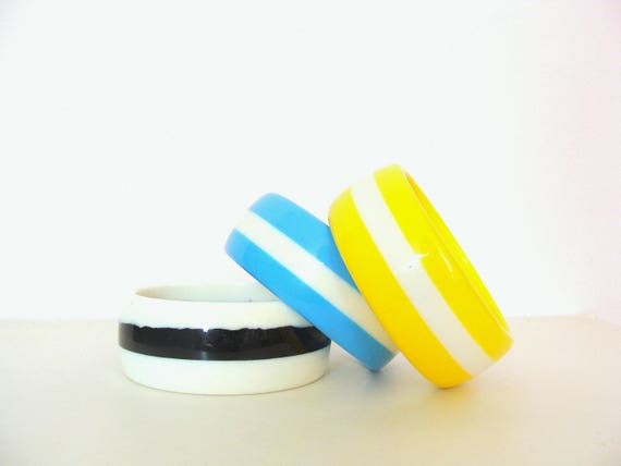 Mid-Century Set of 3 White Blue Yellow Lucite Summer Bangles / Thick Chunky Bangles  Rockabilly