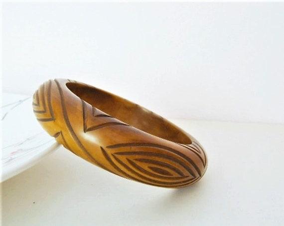 Beautiful 30's / 40's Butterscotch Carved Bakelite Heavy Bangle / Chunky Bangle / Bracelet