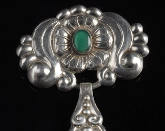 Art Nouveau brooch made of silver and agate
