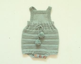 Billie baby romperdragt - Strikkeopskrift - DK