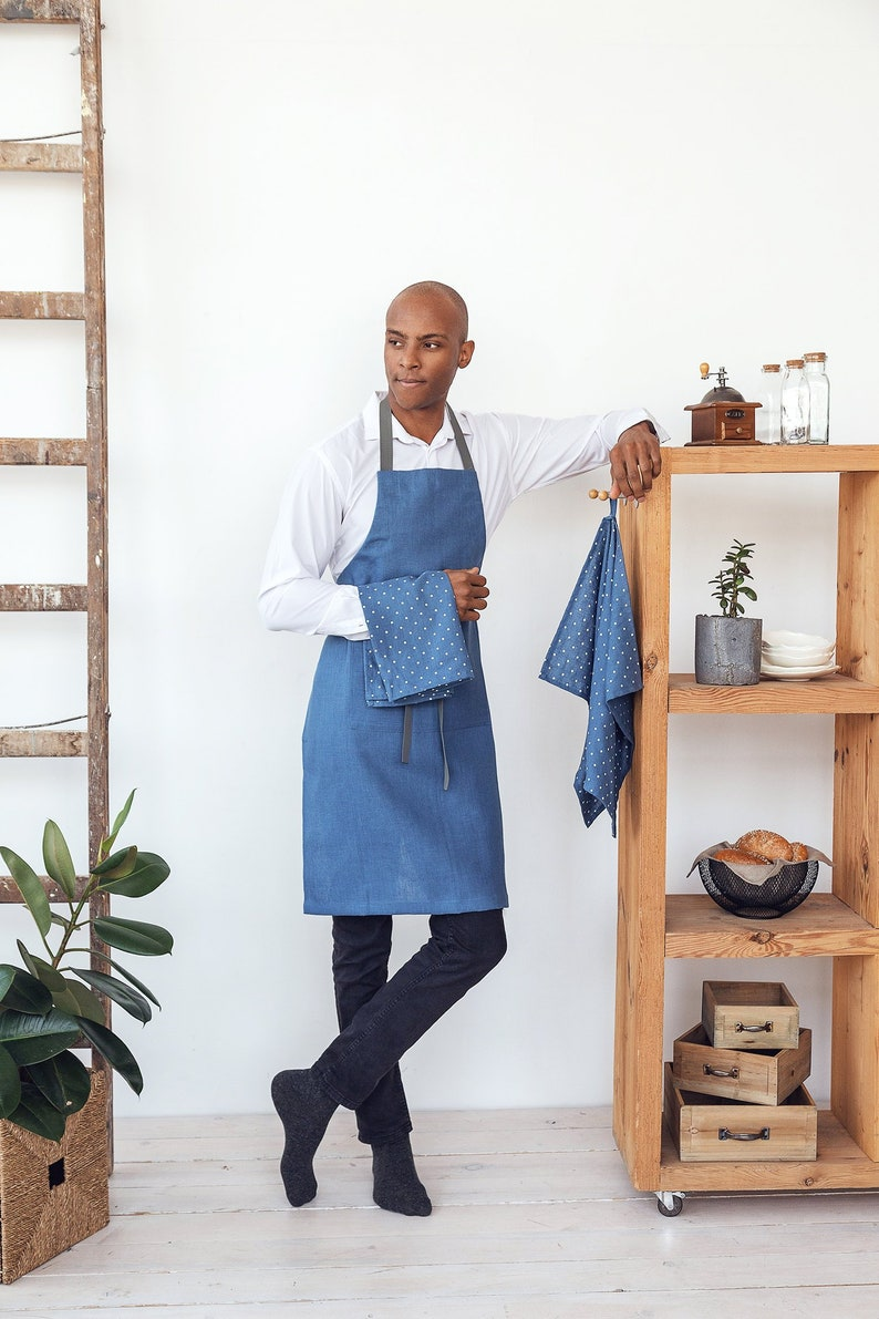 Mens linen apron with two pockets and long adjustable straps image 0