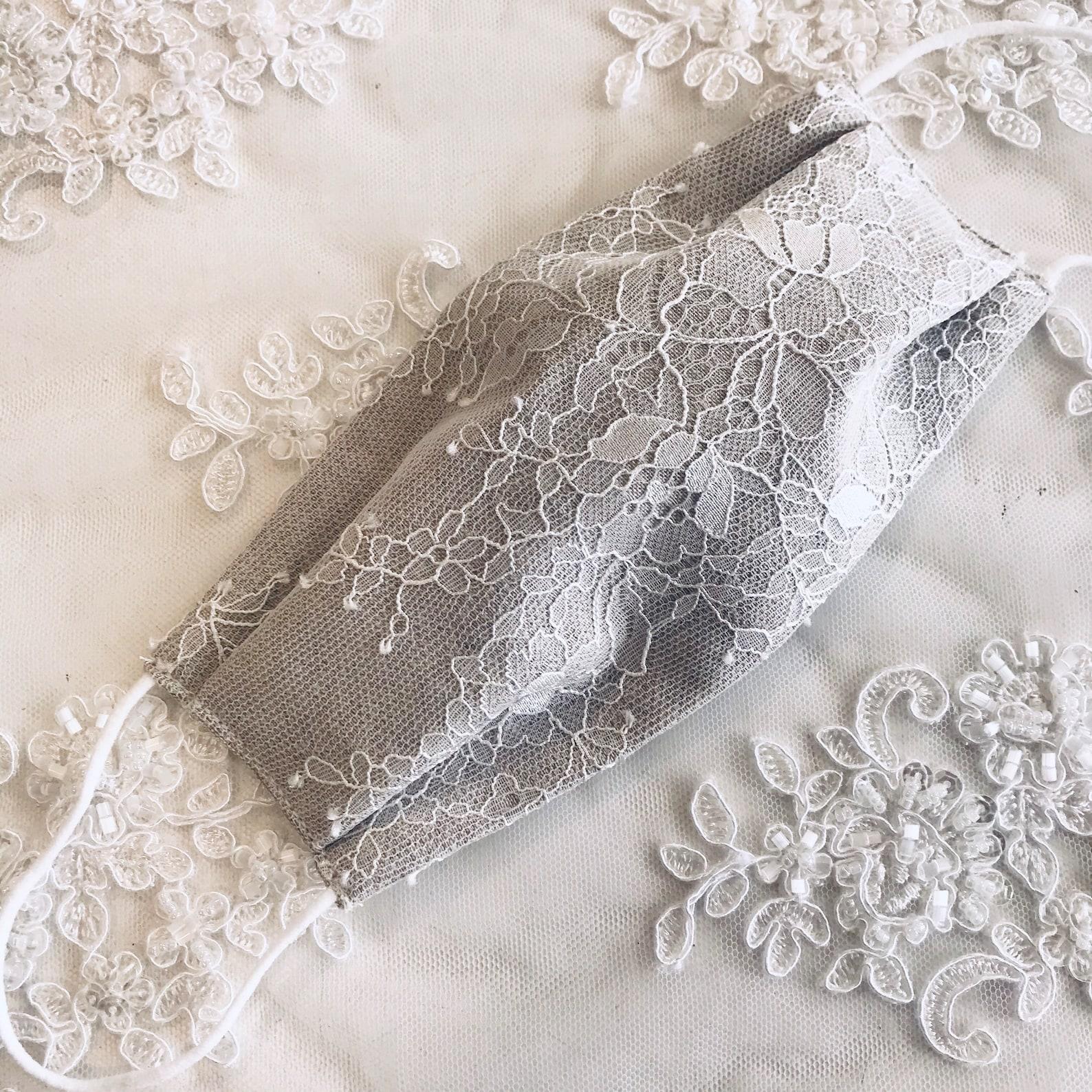 Brautmaske in Grau mit Spitze