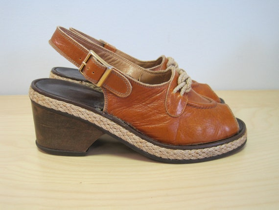 Vintage 70s does 40s Bandolino sling back sandals,