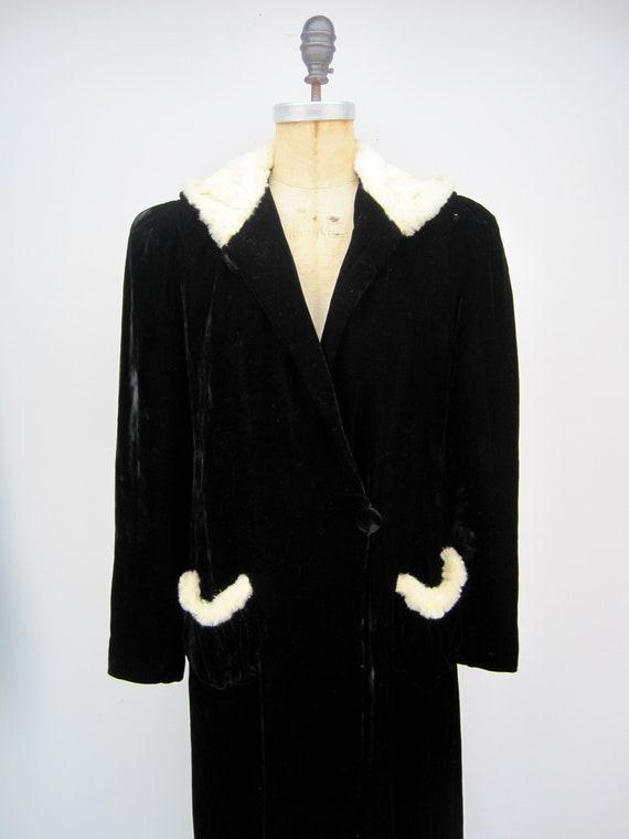 RESERVED Vintage 40s black rayon velvet hooded cl… - image 4