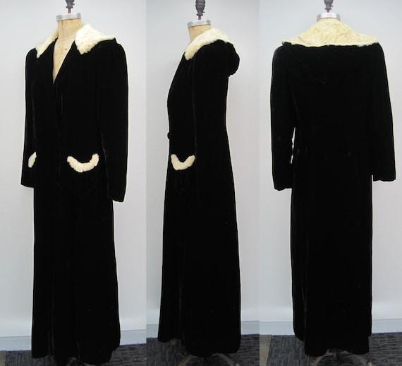 RESERVED Vintage 40s black rayon velvet hooded cl… - image 2