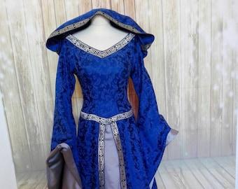 abito dama medievale in damascato blu a2dcede8edc4