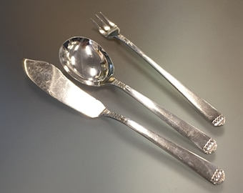 VIOLET 1905 SERVING OR TABLE SPOON by 1881 ROGERS