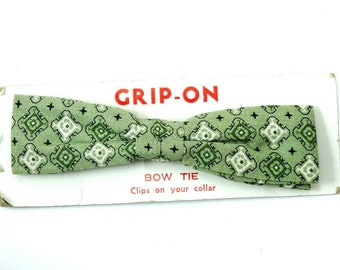 Vintage Clip On Bow Tie 1950s Green Cotton Straight Thin Bowtie