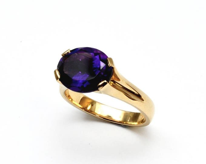 Amethyst 3ct natural stone ring,  set in solid 9ct yellow gold.