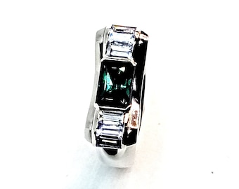 Tourmaline 1.11ct Sapphires shoulder stones natural mind stones  set in a 18K white gold 11gm (solid) ring. Price includes postal insurance
