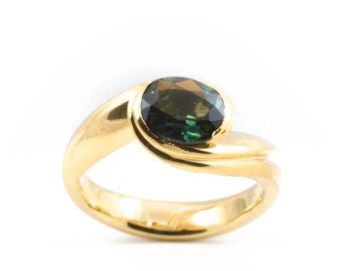 Blue green Sapphire set in 18ct yellow gold,carved ring.