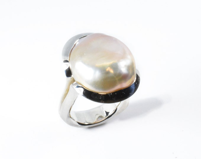 Pearl lush pink gold blush tones a good quality FW pearl size 23mm long 19mm wide 14mm deep in solid sterling silver 14gms, hand carved ring