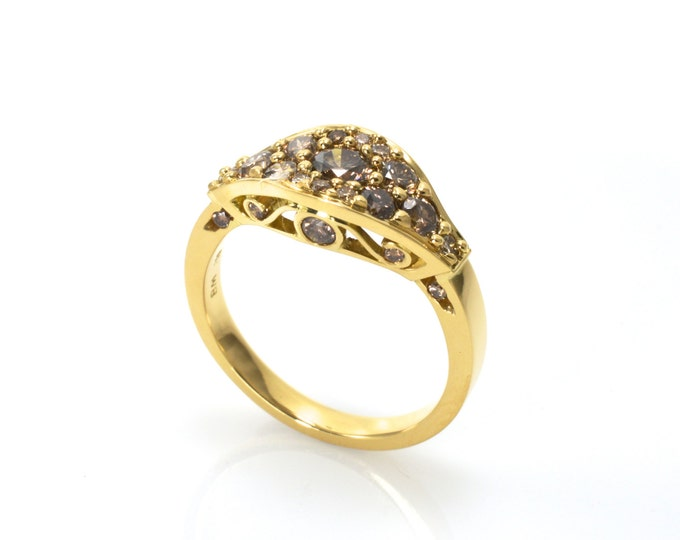 Classical Filigree colored Diamond ring in 18K yellow gold (solid). Champagne diamonds 1ct.  Price includes shipping insurance.