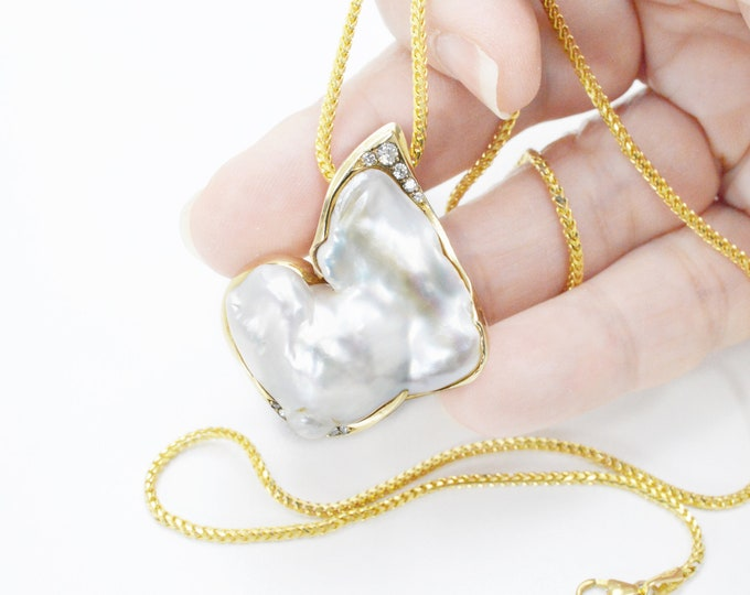 One of a kind pendant expertly handmade large pearl with diamonds 0.21ct G/VS in 9K yellow gold solid. The price includes shipping insurance