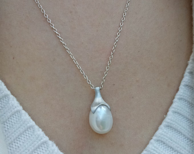 14x11 FW white  pearl with 3 small pearls,one of a kind. The chain has an extender for two different lengths, made in sold sterling silver.