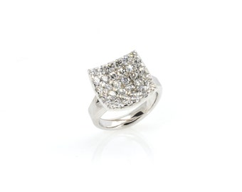Diamond  engagement or dress 18ct white gold ring. 36 gorgeous GVS diamonds (1.96ct of small diamonds in total).