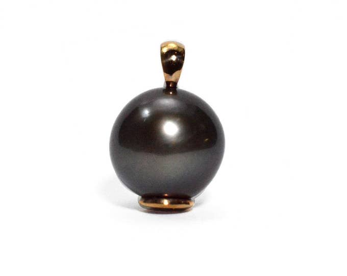 15mm Tahitian large pearl in 14ct gold (solid) curl pendant.Near round pearl with a good lustre the  pearls black colour is natural.
