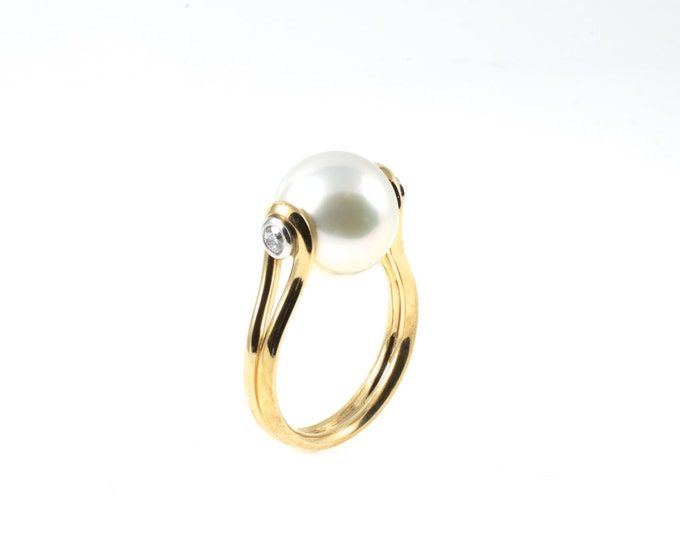 11mm Freshwater or Tahitian pearl, 2 diamond around 14pt, 10k yellow gold,diamonds set in white gold (solid). When the unusual meets class!