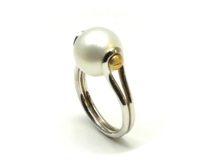 11mm Pearl ring in sterling silver and 9ct yellow gold.