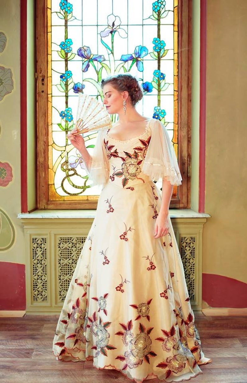 Old Fashioned Dresses | Old Dress Styles 1900s Custom Dress Gilded Age Flowery Ball Gown $680.00 AT vintagedancer.com