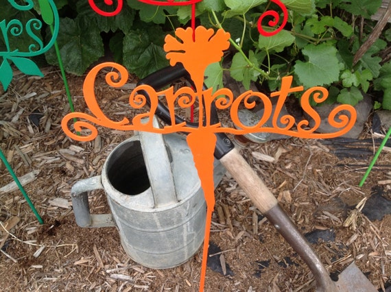 metal carrots garden marker, veggie sign, garden decor, garden art, carrots in garden, vegetable garden sign, garden sign on stake