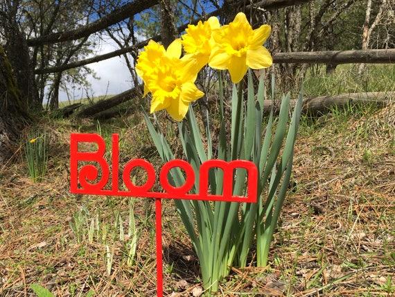metal bloom garden sign, gift for her, outdoorsy art, gardener gift, garden, outdoor decor ideas, outdoor garden sign, bloom on a stick
