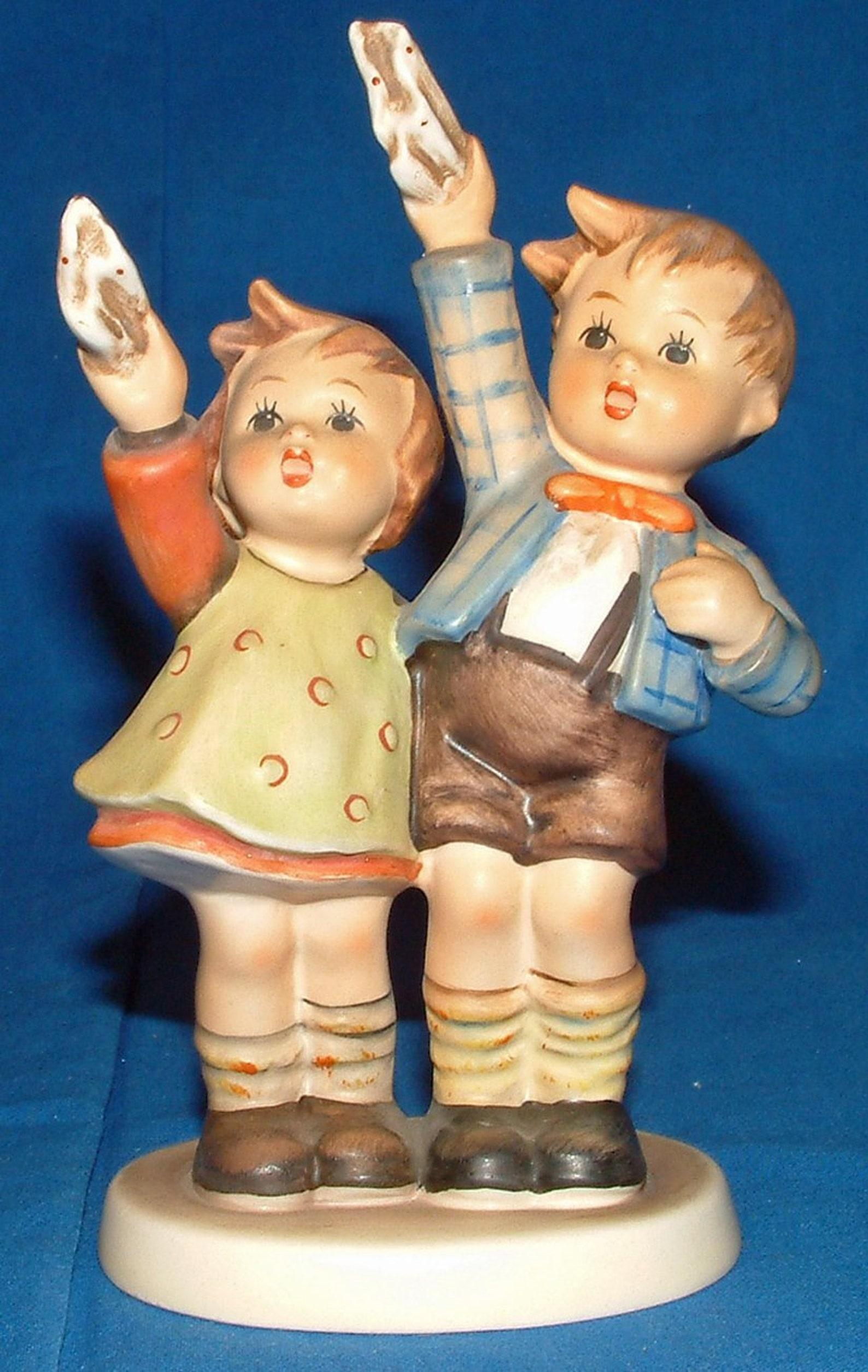1960's Auf Wiedersehen TMK3 Waving Goodbye Hummel Figurine #153/0 5.75