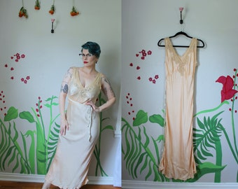 21d12e60215f0 Lana Gown    Vintage 1930 s Bias Cut Pale Peach Silk Gown with Cream Lace  Bodice Beautiful Handmade Gown w  Ribbon Tie Waist Size S-M AS IS