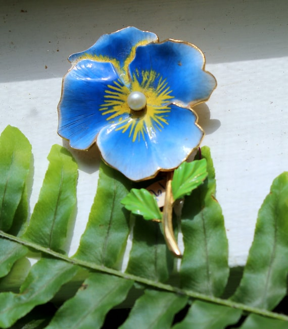 Molly Brooch Vintage Blue Flower Enamel And Gold Tone Pin Etsy