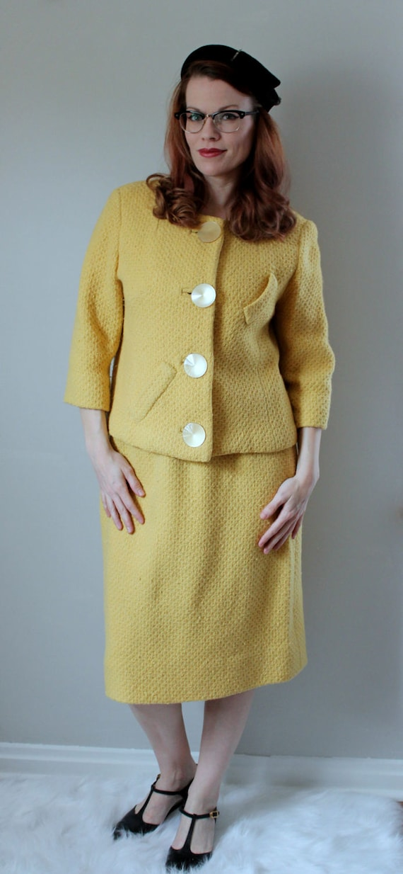 with Jacket Buttons Queen a Size Skirt L and Paris Vintage Made Vogue Oversize Yellow Suit Skirt for Set 1950's Original Suit Mod TRwtZEq6xn