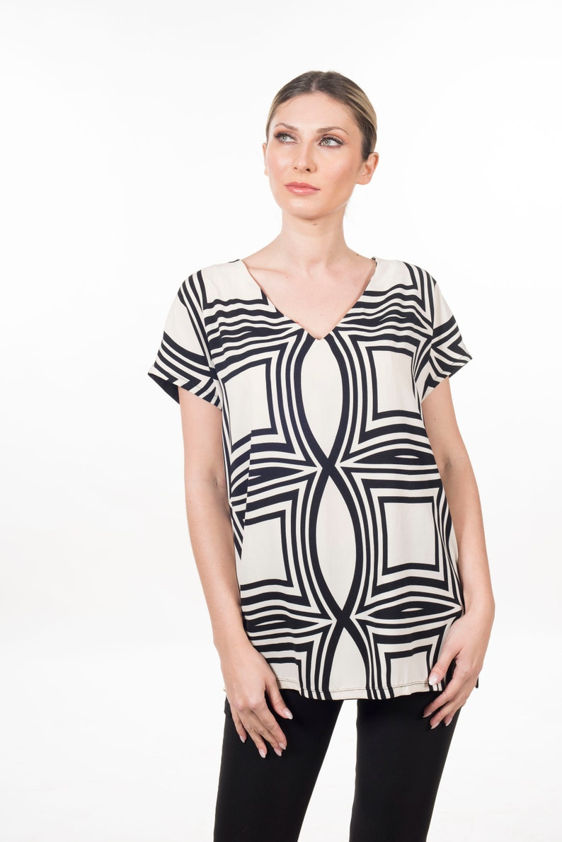 Black And White Printed loose Blouse Short Sleeve