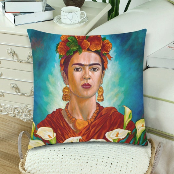 Frida entre Alcatraces Pillow