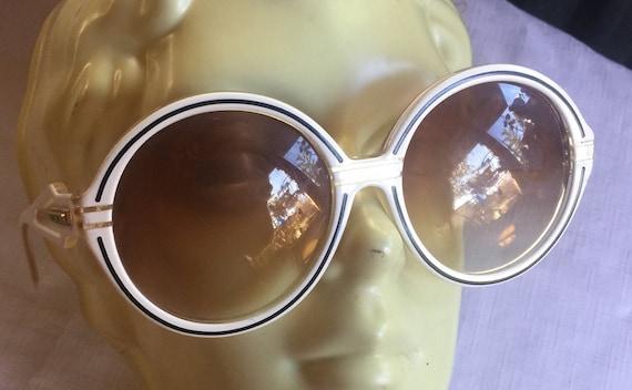 Groovy Sunglasses,Mod Sunglasses, Oversize Sunglas