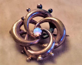 Opalescent Glass Victorian Knot Pin