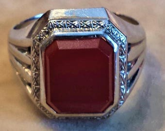 14K White Gold Ring with Carnelian