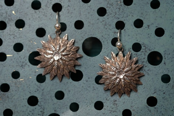 Sweet Antique Silver Chrysanthemum Flower Earrings