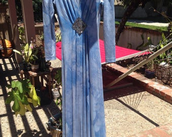 TYE DYE BLUe POLYESTEr DRESS w BEADINg