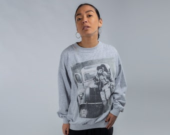 66e049cf3310 Gray graphic print sweater