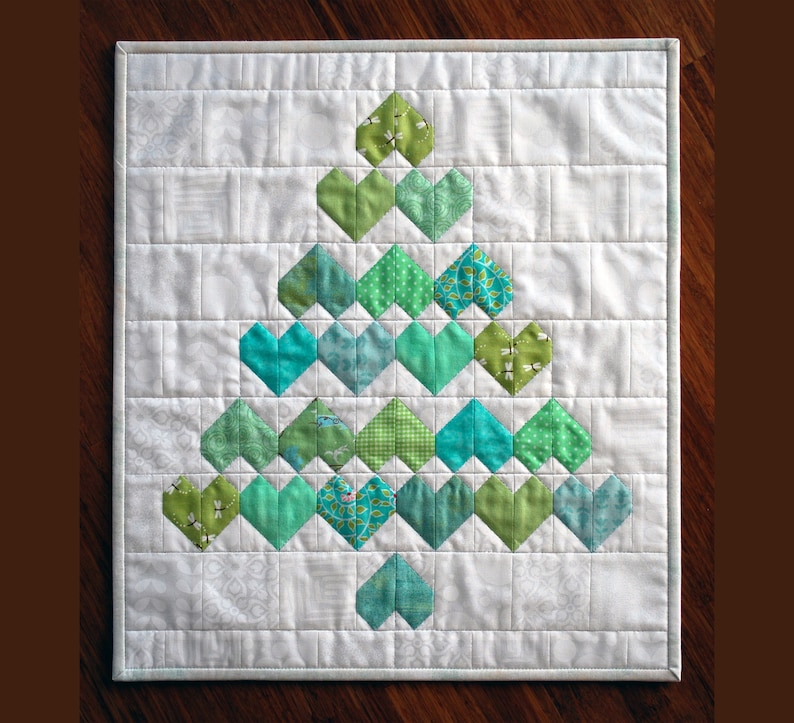 Christmas Hearts PDF Quilt Pattern  Zigzag Heart Diamond image 0