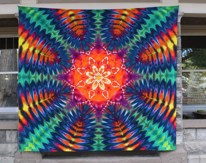 Large Tie Dye Tapestry | Mandala Tapestry, psychedelic tapestry, mandala wall hanging, bohemian bedroom, sacred geometry, bohemian findings