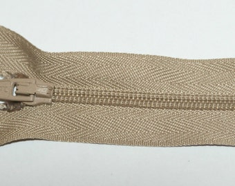"Top Quality 7"" (17.5 cm)  Closed End Nylon Zips - Beige"