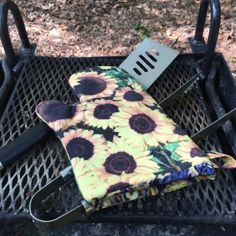 For Amy: reversible washable heat-resistant oven mitt with image 0
