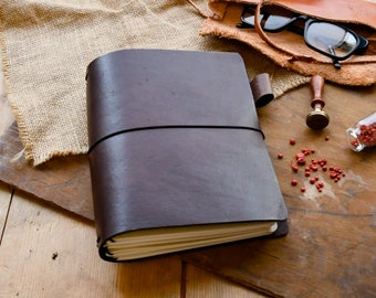 Traveller's Notebook in the colour Conker