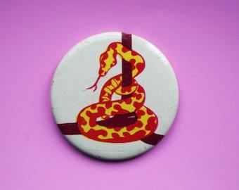 Vintage 4 cm (1.57'') snake serpent animal pet fairytale reptile childrens kids brooch badge pin pinback button token clasp pinion tin metal
