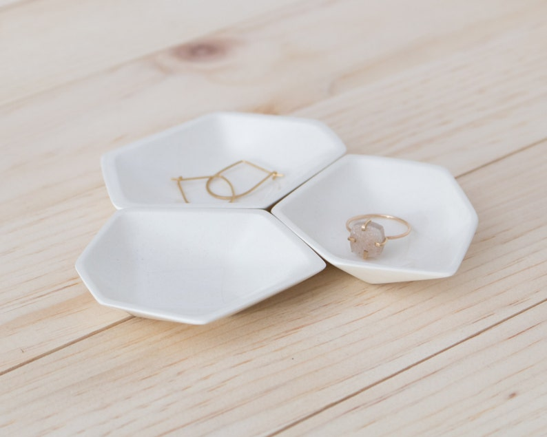 Small Geometric Ring Dish set of 3 in White. image 0