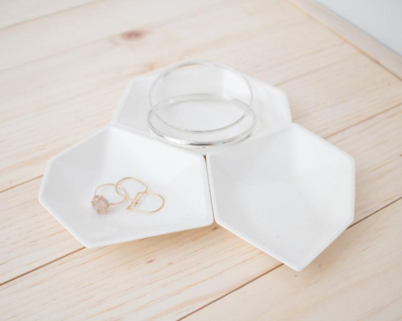 Large Geometric Ring Dish set of 3 in White. image 0