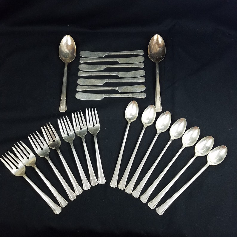 1939 Oneida Silver Plate Del Mar Pattern  23 Pieces 1881 Rogers Made in America