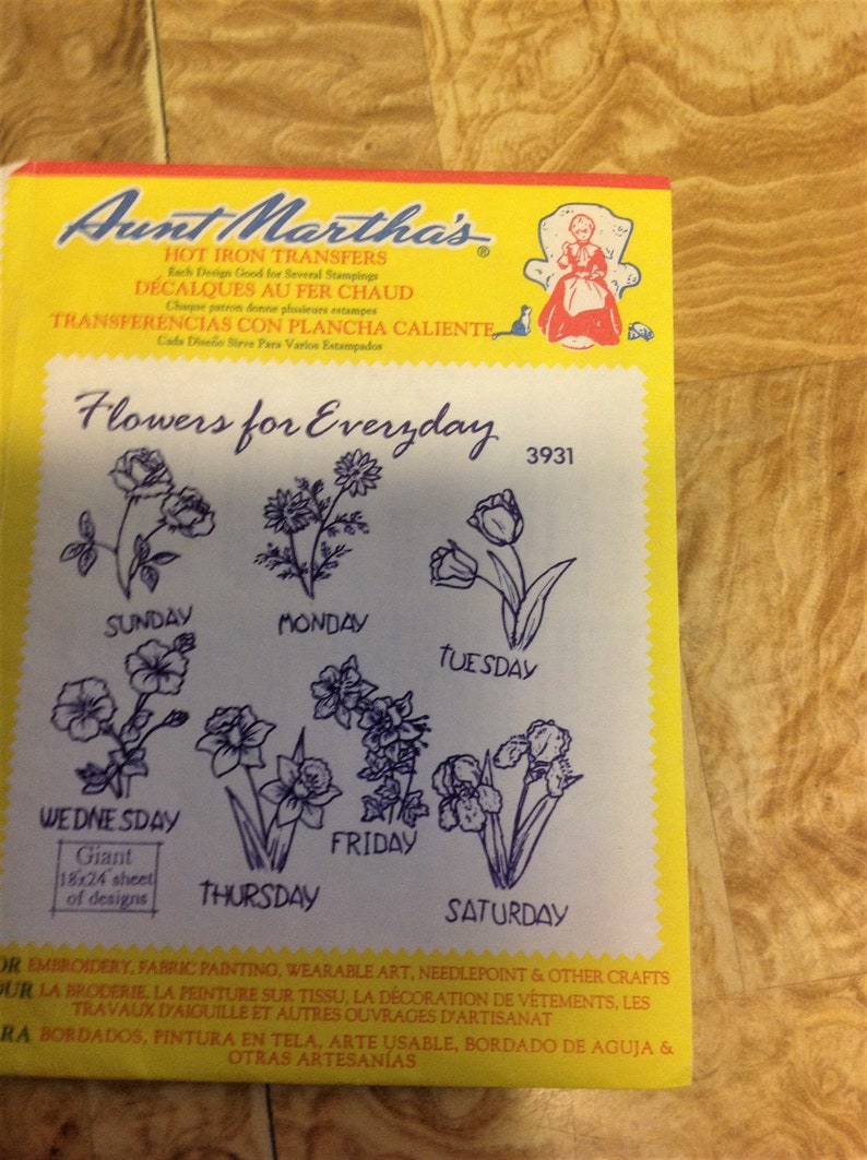 Flowers for Everyday 3931 Aunt Martha/'s Hot Iron Embroidery Transfer Pattern